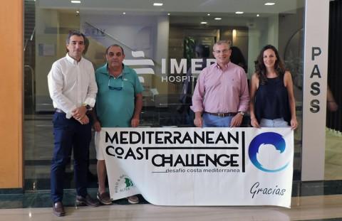 Francisco Bolo Ausias y Laura Lanuza Alonso junto al equipo de IMED Hospitales
